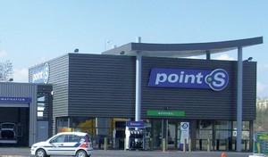 Point S ne préconise pas les services sur site mais réfléchit à installer des ateliers dans des parkings souterrains où se concentrent les véhicules. Déjà actif à Lyon depuis juillet, un atelier de ce type va ouvrir ses portes à Paris.