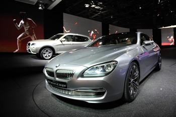 BMW COUPÉ 6 Parmi les nombreuses innovations sur ce Concept Série 6 Coupé : tous les feux sont intégralement à LED. Sous le capot avant, la gamme des motorisations reprend celle de la récente Série 5, en attendant une version « M ».
