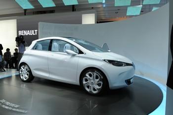 RENAULT ZOÉ PREVIEW Avec ses 4,07 m de longueur, la Zoé Preview, future citadine 100 % électrique, est prévue pour juin 2012. Pour l'heure, elle reprend le moteur électrique du Kangoo ZE et de la Fluence ZE, dans une puissance ramenée à 80 ch.