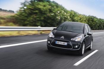 CITROËN C3 Parmi les voitures propres, la Citroën C3 pointe à tout juste 93 g grâce à l'adoption du Stop&Start sur le 1.6 HDi de 90 ch. Pas moins de 11 g ont été gagnés par rapport à la version dépourvue de cet équipement.