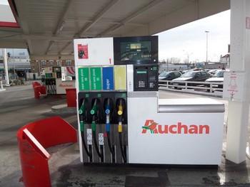 Sur les neuf premiers mois de 2010, les volumes réalisés avec la Carte Pro Auchan ont progressé de 25 % et de 40 % en termes de chiffre d'affaires. Cette carte compte 20 000 unités en circulation et 4 000 entreprises adhérentes.