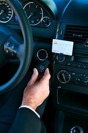 L'offre de Mobizen s'adresse aux particuliers comme aux entreprises. Pour ces dernières, Mobizen propose une voiture pour 9 euros de l'heure, avec le carburant, 200 km par réservation, une assurance tout risque et l'assistance.