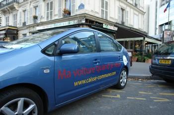 Dédiées au départ au grand public, les solutions d'auto-partage, comme celle de Caisse Commune, acteur historique, s'intéressent aujourd'hui à la clientèle des entreprises. Ci-contre, une Toyota Prius dans les rues de Paris.