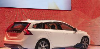 Volvo mise sur sa V60 hybride rechargeable
