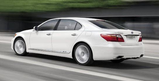 Grande limousine hybride, la LS 600h est équipée du 5.0 V8 essence de 394 ch, secondé par un moteur électrique de 165 kW/225 ch, soit 445 ch pour l'ensemble, pour des émissions à seulement 218 g.