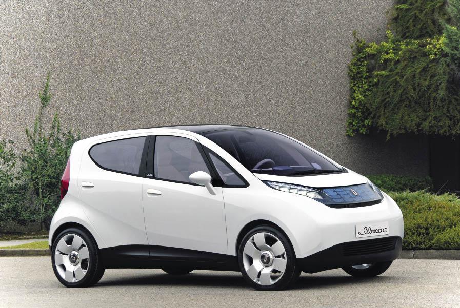 Notamment portée par le service Autolib' à Paris, la Bluecar se positionne au premier rang des véhicules électriques vendus en France, suivie par la Mia, particulièrement présente dans les collectivités.