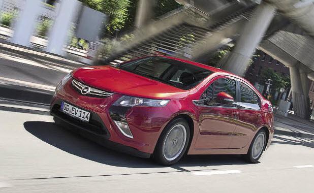 GM mise sur l'électrique à prolongateur d'autonomie pour la Volt et l'Ampera. Ces jumelles sont commercialisées depuis début 2012 à respectivement 43 500 et 42 900 euros (hors bonus écologique).