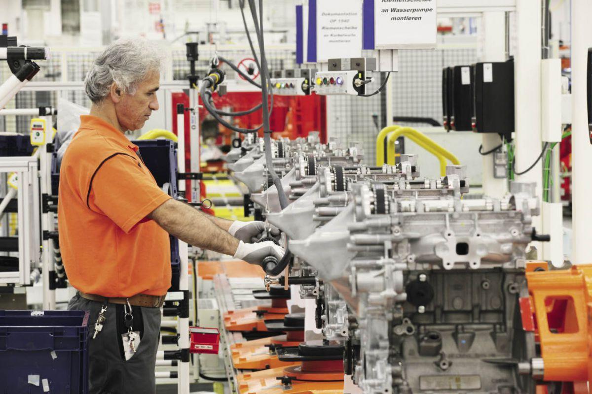 Le 3 cylindres essence 1.0 Ecoboost développe 125 ch, avec une consommation à 5 l/100 km en cycle mixte et 114 g de CO2. La marque a investi 134 millions d'euros pour le fabriquer dans son usine de Cologne.
