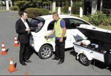 Acta dépanne les voitures électriques avec son chargeur mobile