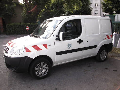 La mairie de Grenoble possède 542 véhicules (berlines, camionnettes et fourgons) à bicarburation essence-GNV, soit 35 % des berlines, 32 % des camionnettes et 22 % des fourgons. En photo, un Doblo en bi-carburation.