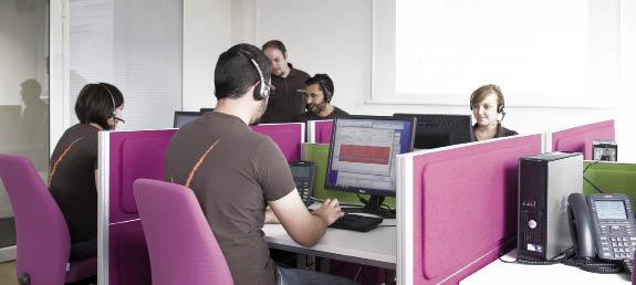 Chez Opteven, les plateaux d'assistance permettent de prendre en charge les conducteurs professionnels mais aussi particuliers. Le prestataire met en avant un réseau de 1 200 dépanneurs.