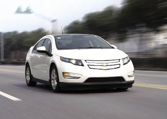 Avec le tandem Volt (photo) et Ampera est proposée une voiture électrique à prolongateur d'autonomie. L'atout : une consommation de 1,2 l/100 km et des émissions de CO2 réduites à 27 g.