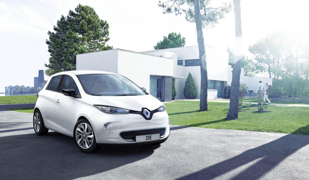 Spécialiste de la téléphonie mobile, 5sur5 dispose d'une flotte de 400 véhicules thermiques cinq et deux places mais réfléchit à retenir des modèles hybrides et électriques, à l'image de la Zoé.