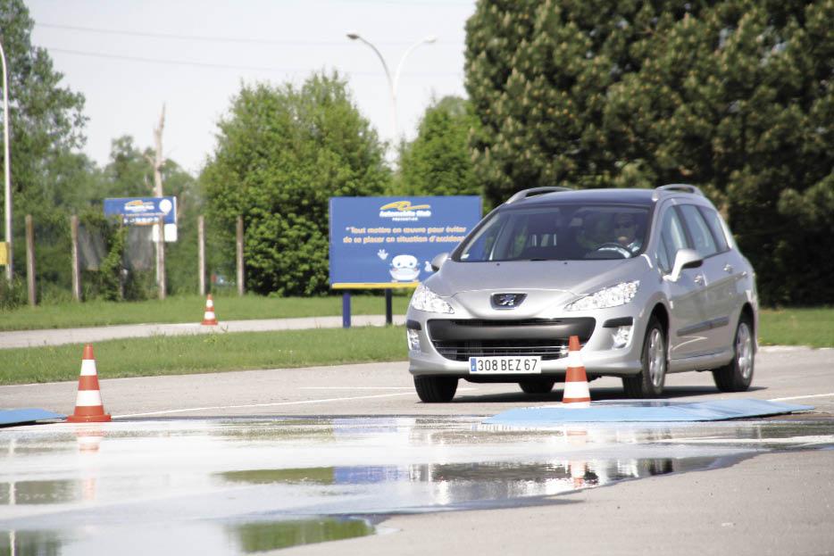 Automobile Club Prévention dispose d'une large palette d'outils pour répondre aux demandes de ses clients : formations en salle, sur piste, en conditions réelles de circulation ou sur simulateur de conduite.