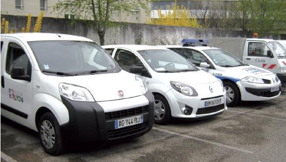 Parmi ses missions, le service du garage de la ville de Lyon établit la car policy et travaille à optimiser le budget de  millions d'euros annuels que la mairie consacre au renouvellement de son parc