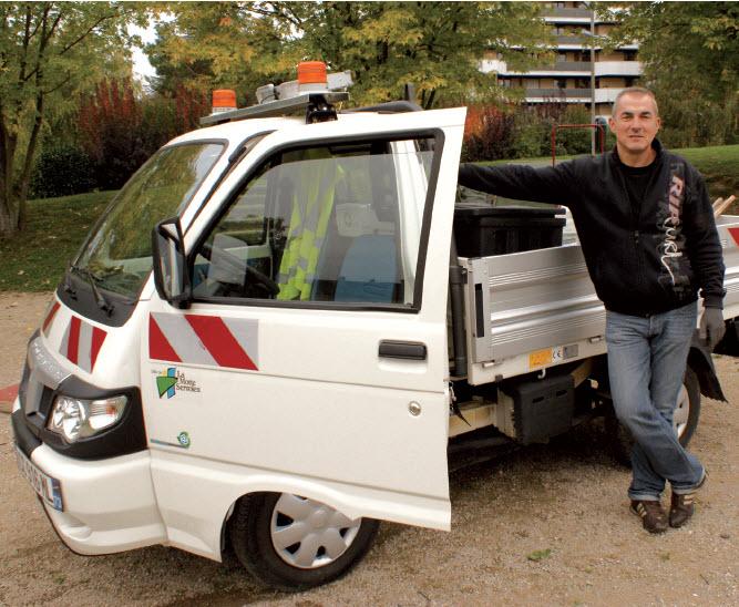 À La Motte-Servolex en Savoie, la commune a acquis un petit utilitaire électrique. Il est destiné aux agents responsables du nettoyage qui parcourent peu de kilomètres avec des arrêts fréquents.