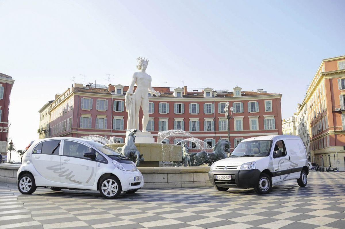 À Nice, l'auto-partage public Auto Bleue regroupe environ 300 abonnés professionnels. Pour une entreprise, comptez un coût de 50 euros par mois, auxquels s'ajoutent 15 euros par personne pour créer un badge.