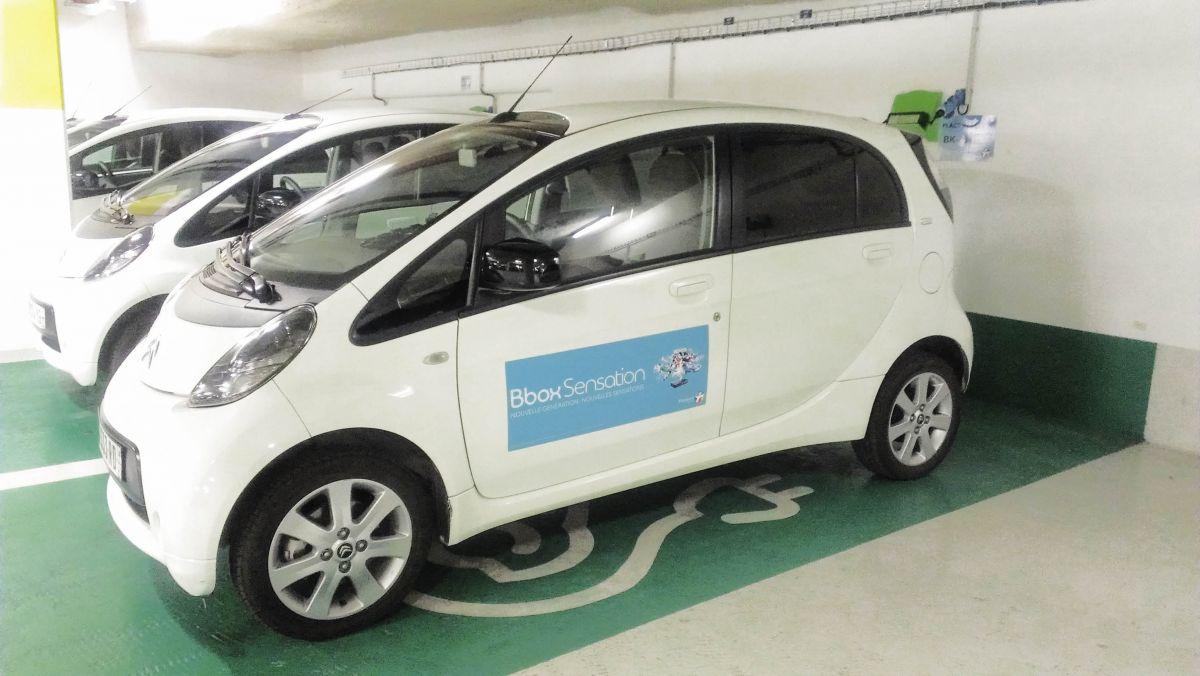 Bouygues Télécom tire un bilan positif de son service d'auto-partage électrique. Depuis un an et demi l'opérateur met à disposition de ses salariés 22 Citroën C-Zéro en auto-partage, au sein d'une flotte de 900 véhicules.
