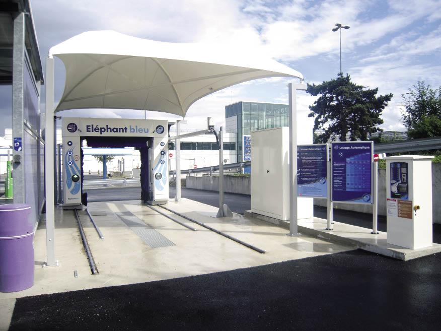 Spécialiste du lavage haute pression, Éléphant Bleu mise sur la proximité de son réseau hexagonal avec 470 centres en franchise où le professionnel se déplace et réalise le nettoyage de son véhicule.