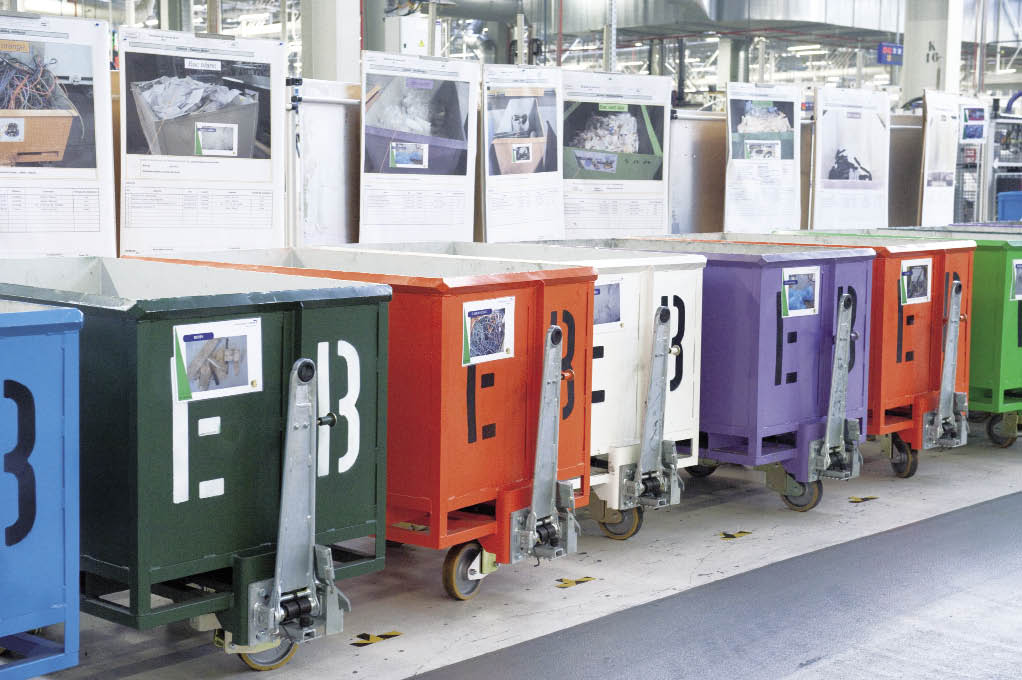 Comme d'autres constructeurs, PSA se donnent comme objectif de parvenir au « zéro décharge », ce qui suppose de penser au tri et au recyclage des déchets dès la commande des produits aux fournisseurs.