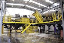 Chez PSA, ce trommel bidirectionnel permet un tri post-broyage des déchets par flottaison. Il traite 40 tonnes par heure, soit 750 VHU, sans rejets de poussières nuisibles à la santé et à l'environnement.