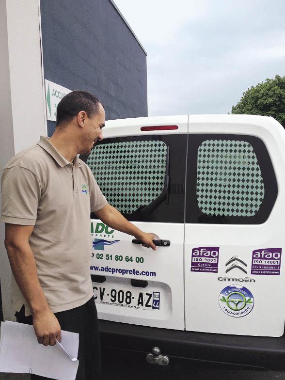 Chez ADC Propreté, le suivi des consommations est réalisé par les 35 utilisateurs de véhicules qui remplissent tous les jours une fiche reprenant les kilométrages parcourus, avec en outre le recours à une carte carburant.