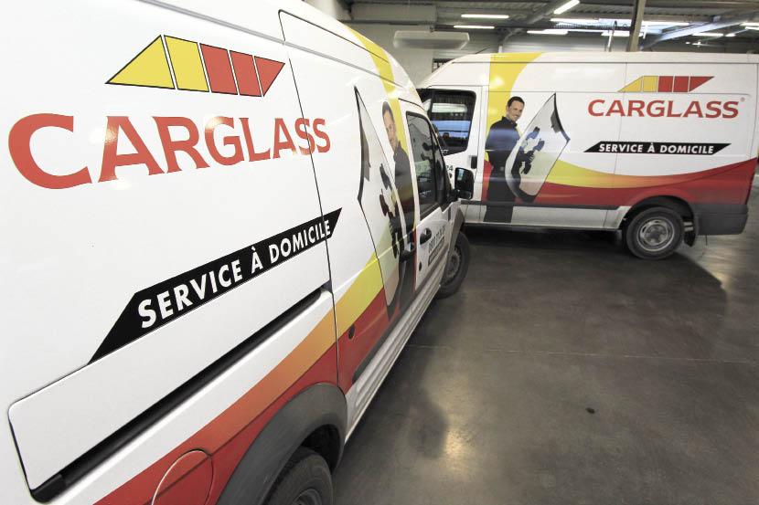 Chez le spécialiste du vitrage automobile Carglass, le marquage concerne une flotte de plus de 1 000 véhicules de différentes marques, avec une déclinaison du visuel selon plusieurs concepts.