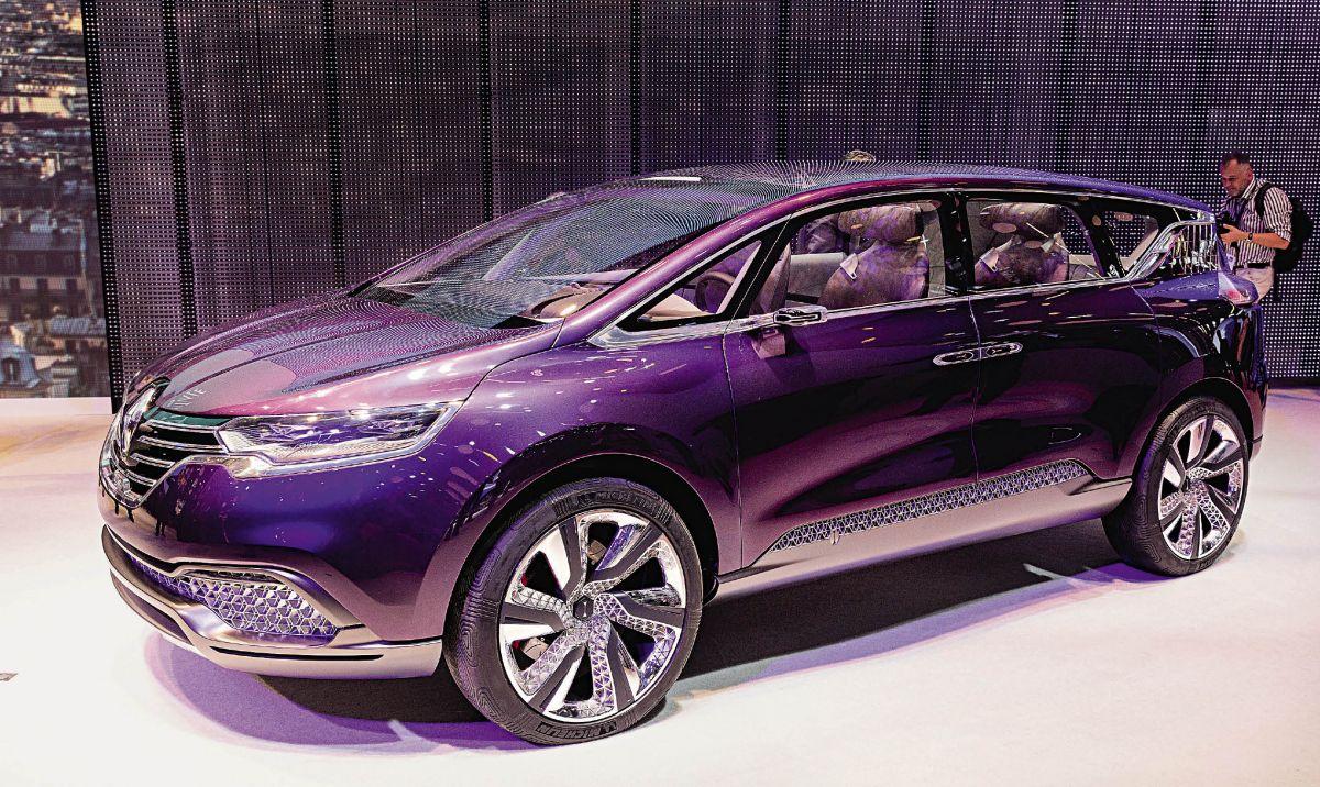 Le concept-car Initiale Paris renouvelle son Espace et lui confère une orientation très premium. Le successeur de l'Espace fera son apparition dans les concessions avant la fin 2014.