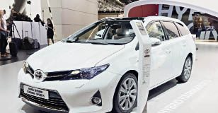 Toyota décline sa gamme en hybride