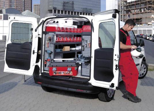 Modul Systems met en avant la sécurisation des charges à l'intérieur des véhicules : points de fixation, points d'ancrage et sangles, mais aussi les poignées à l'extérieur pour aider à monter et descendre.