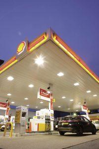 L'enseigne propose un total de 1 300 stations-service, sous son nom ou bien par le biais de partenaires. Dénommée euroShell, la carte carburant du pétrolier peut aussi servir à régler l'écotaxe (voir page 28).