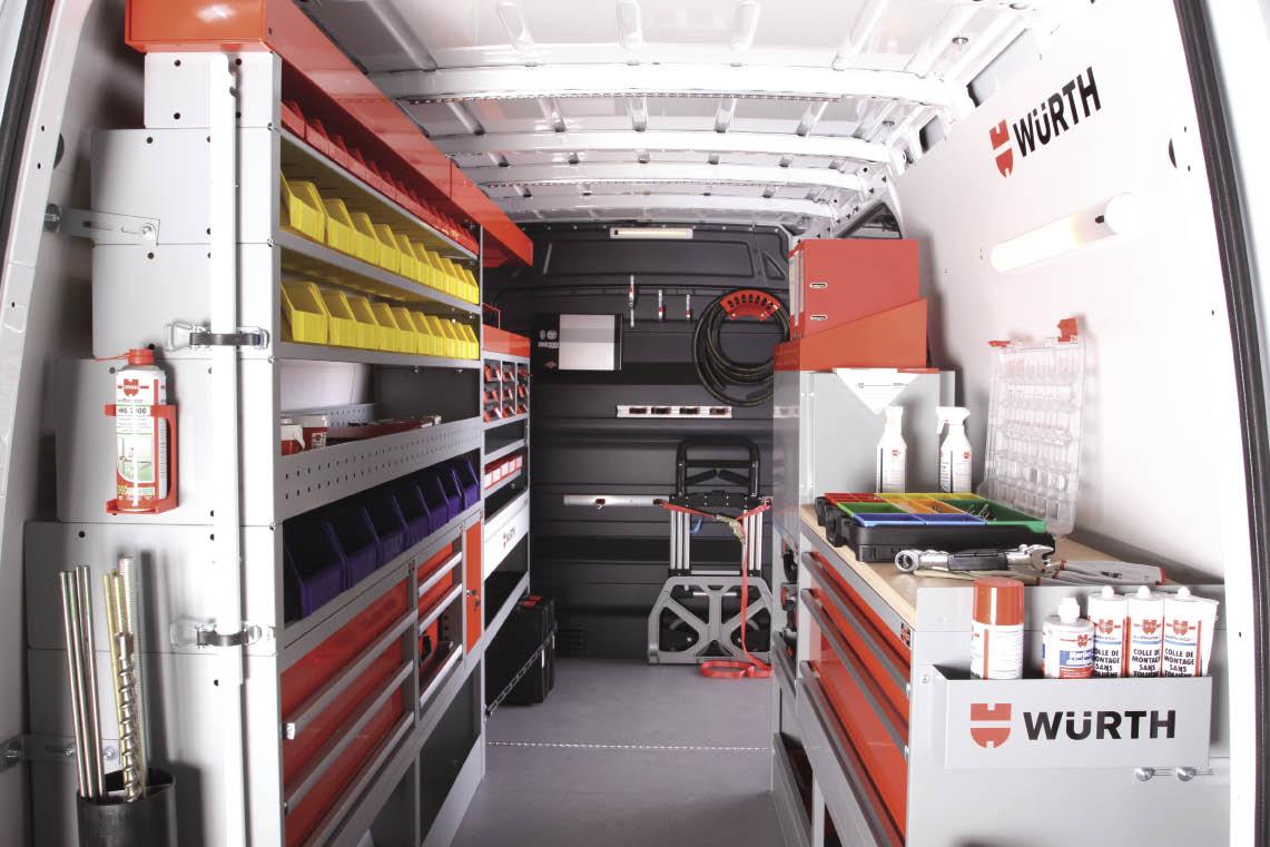 Parmi ses différents équipements, Würth Orsy Mobil commercialise depuis un an environ des tiroirs extractibles intégrés dans un plancher adapté. Une fois actionnés, ces tiroirs viennent directement à l'utilisateur.