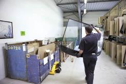 Il y a un an environ, Carglass a mis en place un système logistique qui combine la livraison de pare-brise et la reprise des déchets, avec à la clé des économies de carburant, de temps mais aussi d'espace.