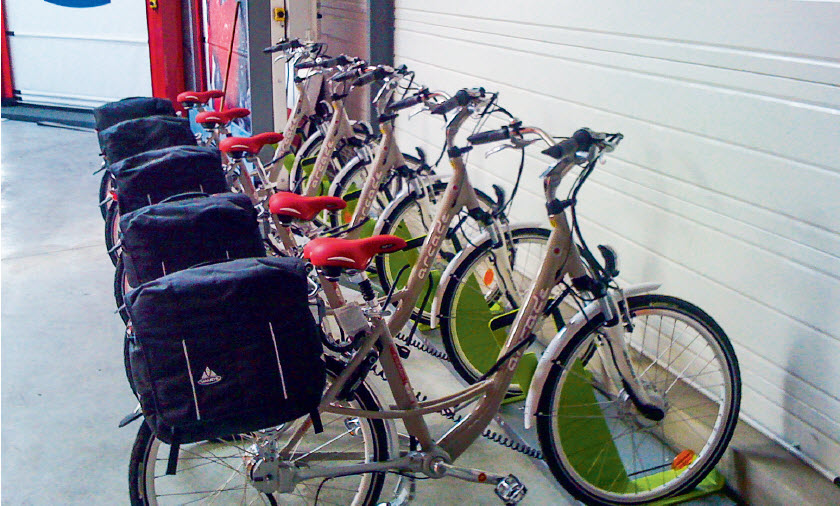 Fabricant de portes automatiques à usage industriel, Maviflex met à disposition de ses salariés cinq vélos électriques pour leurs déplacements privés et professionnels, en plus d'un véhicule pour aller chez les fournisseurs.
