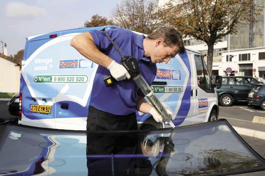 Speedy regroupe 460 centres dans les grandes agglomérations françaises, avec un large panel de prestations automobiles au-delà du seul vitrage. L'enseigne généraliste recourt à plus de 40 véhicules mobiles.
