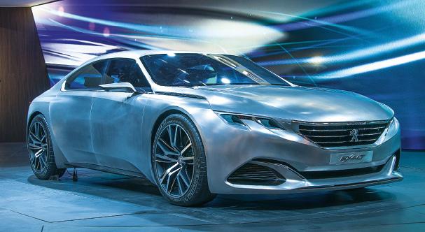 Au-delà de la 508, Peugeot a tenu à rappeler ses ambitions dans le haut de gamme à travers l'un des plus beaux concept cars du Mondial, l'Exalt Concept, qui préfigure sans doute le futur de la marque en matière de style.