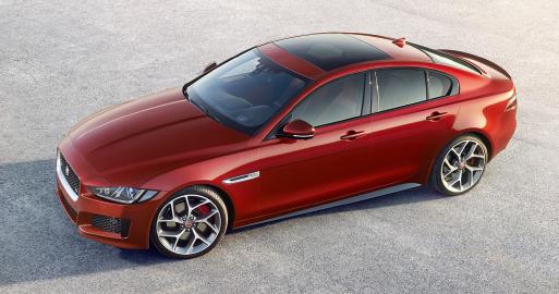 Auprès des entreprises, Jaguar joue la carte de la XE. Avec des émissions de CO2 à partir de 99g pour 3,8 l/100 km, la XE sera commercialisée en mai 2015, d'emblée en finition Business. Prix de départ : 37 000 euros TTC.