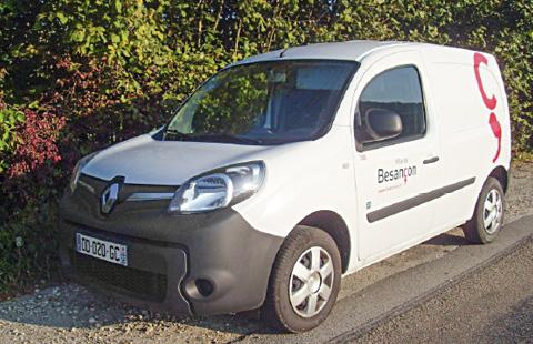 À Besançon, les véhicules neufs sont mis en pool pour inciter à les partager, avec par exemple un système de boîte à clés pour le centre technique municipal. La flotte compte au total 700 modèles dont une centaine de VL.