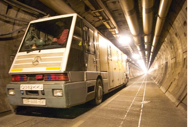 Système de transport du tunnel de service (STTS