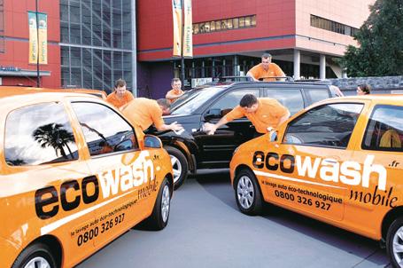 À la tête de 50 ateliers mobiles, Ecowash propose du lavage sur site mais aussi une prestation de contrôle de l'état du véhicule et de recueil des données, du kilométrage jusqu'à la validité de la vignette d'assurance.