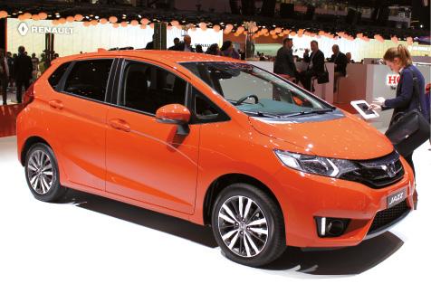 Petit gabarit avec ses 3,95 m, la Jazz de troisième génération joue l'habitabilité. Honda propose un essence 1.3 de 102 ch. Une version hybride de 130 ch sera aussi de la partie avec 3 km d'autonomie en 100 % électrique.