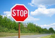 panneau routier Stop