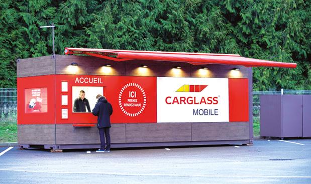 Carglass a créé le concept de Carglass Mobile dans des régions où l'enseigne n'a pas de point de vente. Outre des vitrages en stock, un technicien est présent, prêt à intervenir sur site à la demande des entreprises locales.