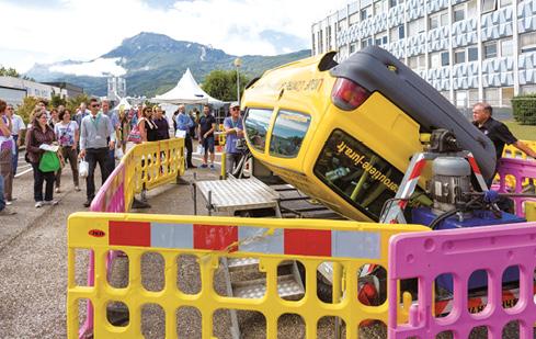 En 2014, la journée de la mobilité durable du CEA de Grenoble a rassemblé plus de 6 000 personnes. Avec des moyens considérables mis en œuvre : voiture tonneaux, démonstration de crash tests pédagogiques, simulateurs, etc.