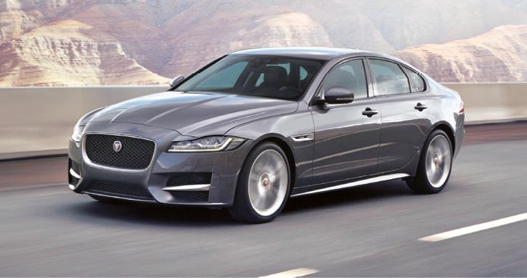 La Jaguar XF avance 104 g avec le 2.0 de 163 ch (à partir de 41 760 euros), un 4-cylindres disponible en 180 ch (à partir de 44 060 euros). Le tout coiffé par un V6 diesel 3.0 biturbo de 300 ch (à partir de 64 940 euros).