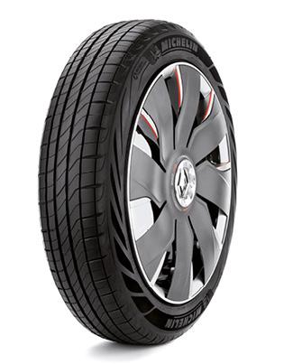 Avec ses pneus Tall & Narrow, Michelin met en avant une résistance accrue à l'aquaplanning, une réduction du bruit mais aussi une consommation en recul de 0,15 l/100 km, sans oublier une autonomie augmentée de 5 % pour les véhicules électriques.