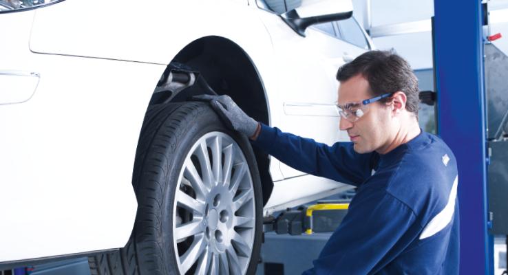 L'équipement en pneus hiver doit se faire dès que la température descend en dessous de 7° C, pour simplifier lors du passage à l'heure d'hiver. Un point à ne pas oublier : les pneus hiver ne sont pas liés à la présence de neige (photo Norauto).