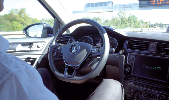 "Golf ""Volkswagen"" équipée du système Valeo Cruise4U"