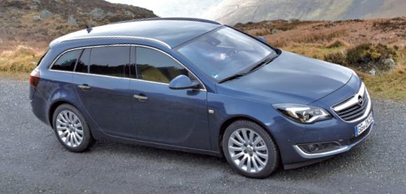 Dans ses 4,91 m de longueur, l'Opel Insignia Sports Tourer offre de 540 à 1 530 l, avec de nouveaux turbodiesels plus sobres et moins rugueux. Le petit 1.6 CDTI aligne 136 ch à 104 g en Business Connect (34 890 euros).