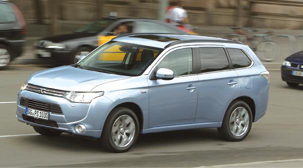 Mitsubishi mise sur l'Outlander en hybride rechargeable PHEV (44 g, à partir de 43 900 euros hors bonus). Avec en diesel un 2.2 DI-D 150 ch en 2WD (126 g, à partir de 29 800 euros) et 4WD (138 g, à partir de 31 600 euros).